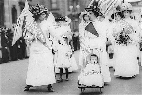 Feministes demonstreren in 1912 in New York