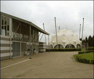 ingang Bevrijdingsmuseum (Foto: Ben Hendriks)