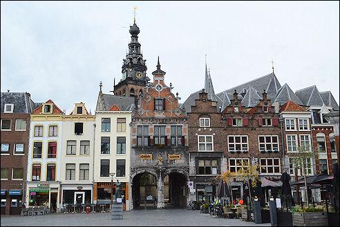 Kerkboog aan de Grote Markt