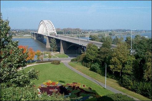 Waalbrug vanaf Belvedere