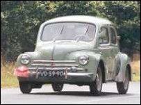De vierdeurs Renault 4CV