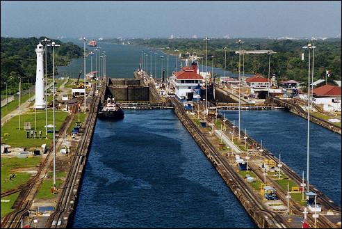 De sluizen bij Gatun in het Panamakanaal