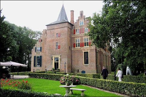 Voorgevel kasteel Wijenburg in Echteld