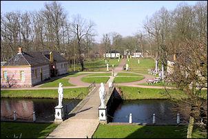 de Fraylemaborg in Slochteren vanaf bovenverdieping borg