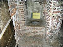 Het gemak in kasteel Hernen met uitleg