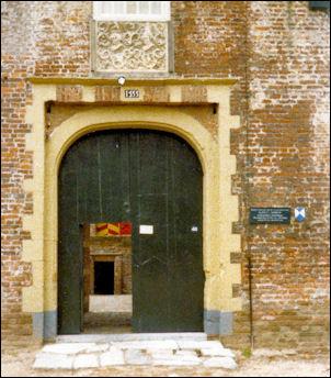 kasteel Hernen, voorpoort