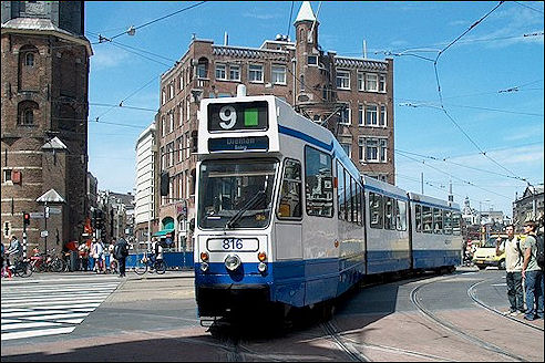 Tram op het Muntplein in Amsterdam