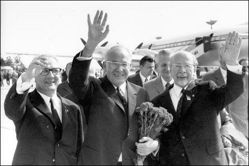 Erich Honecker met vrienden