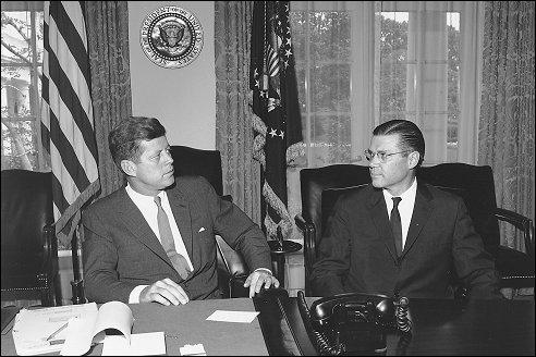 Robert McNamara bij president Kennedy