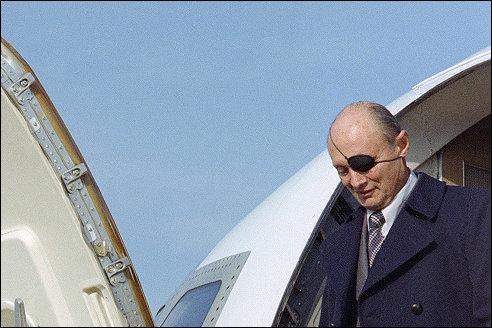 Moshe Dayan arriveert in de Verenigde Staten