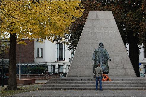 Standbeeld koningin Wilhelmina bij Paleis Noordeinde in Den Haag