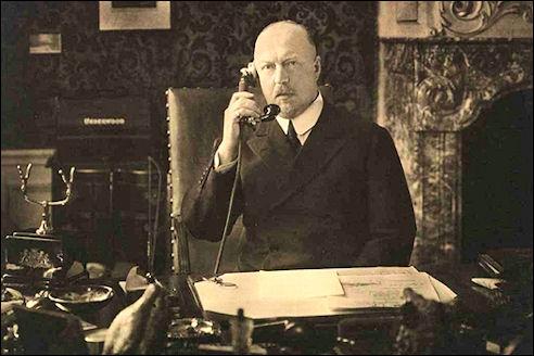 Prins Hendrik telefoneert