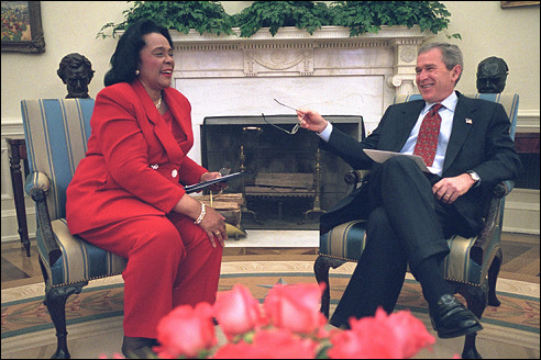 Coretta Scott King bij George W. Bush in 2002