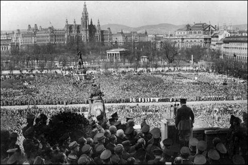 Adolf Hitler spreekt op 15 maart 1938 in Wenen