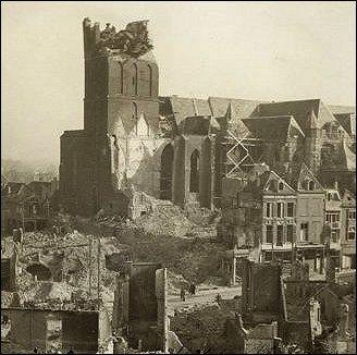 Stevenskerk Nijmegen 1944 (foto: M.H. Tonneijck)