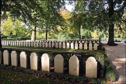 Oorlogsgraven op de Grebbenberg
