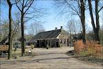 Café Warmolts en rechts daarvan het oude snoepwinkeltje