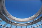 Blik door de koepel van de Reichstag