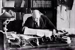 Lenin achter zijn bureau