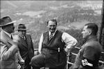 Hitler met vrienden op de Obersalzberg